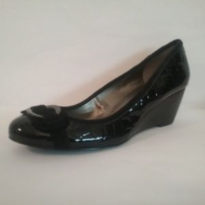 Bandolino quilted black patent wedges 7.5